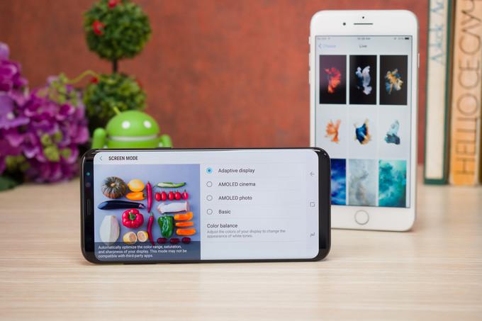 Apple iPhone 7 Plus vs Samsung Galaxy S8 Plus Display