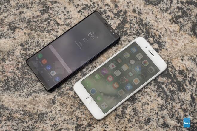 صفحه نمایش Samsung Galaxy Note 8 و Apple iPhone 7 Plus