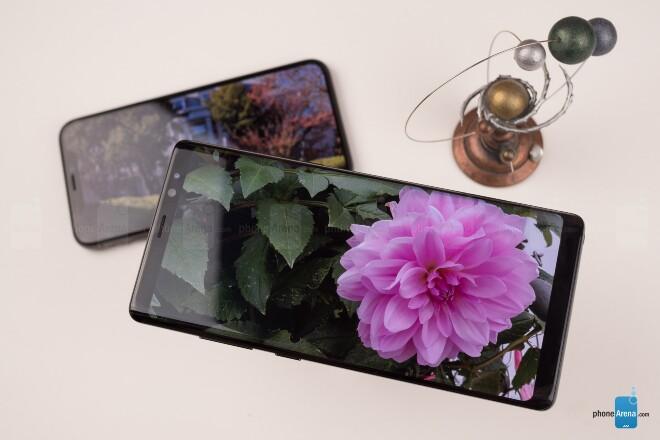 مقایسه گوشی های آیفون X و گلکسی نوت 8