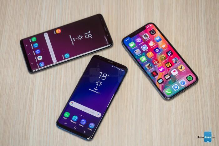 مقایسه صفحه نمایشiPhone X و Samsung Galaxy S9 Plus