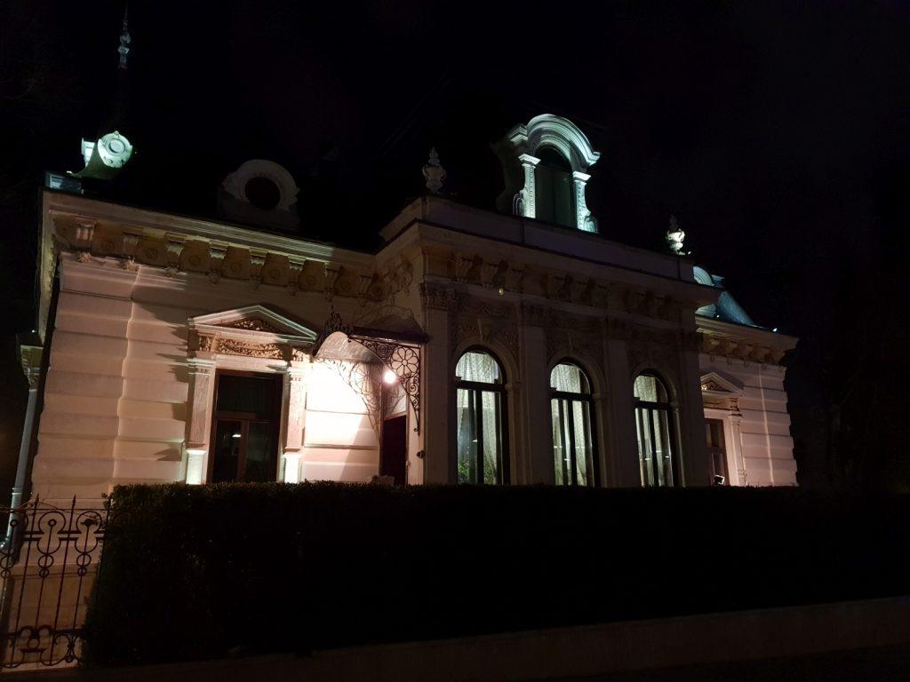 نمونه عکس ثبت شده با گلکسی اس 9 پلاس در شب