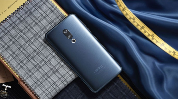 The Meizu 15 in Blue
