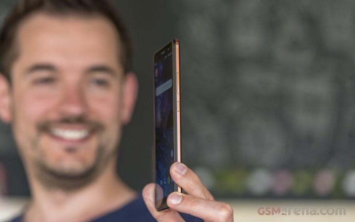 طراحی و کیفیت ساخت گوشی نوکیا 7 پلاس