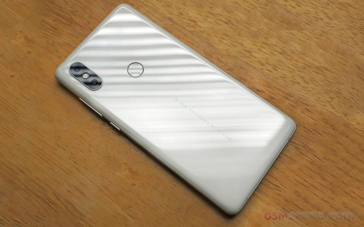 طراحی، کیفیت ساخت و صفحه نمایش Xiaomi Mi Mix 2S