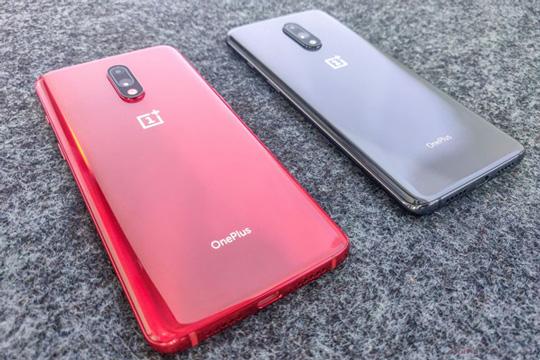 OnePlus 7 در رنگ های خاکستری و قرمز