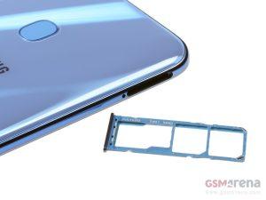 سمت چپ، شیار سیمکارت و microSD